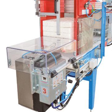 ETCF Etichettatrice ETC montata frontalmente su nastro distributore ND con distributore pneumatico a 2 movimenti per l'etichettatura di seminiere in polistirolo.