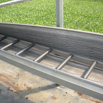 Lo scorrimento del tappeto in PVC avviene su rulli ø mm 40